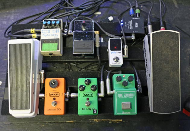 crowded wiring mastadon 39 s brent hinds pedalboard case study. Black Bedroom Furniture Sets. Home Design Ideas