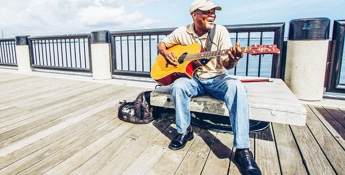 Best Guitar Lessons for Seniors Article Banner Photo