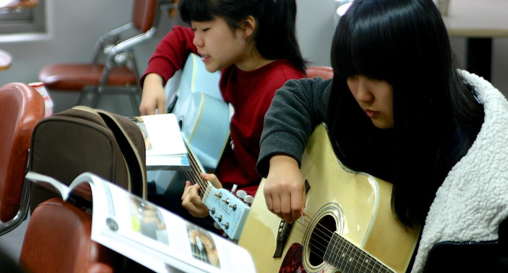 Group Guitar Lessons with Smaller Class