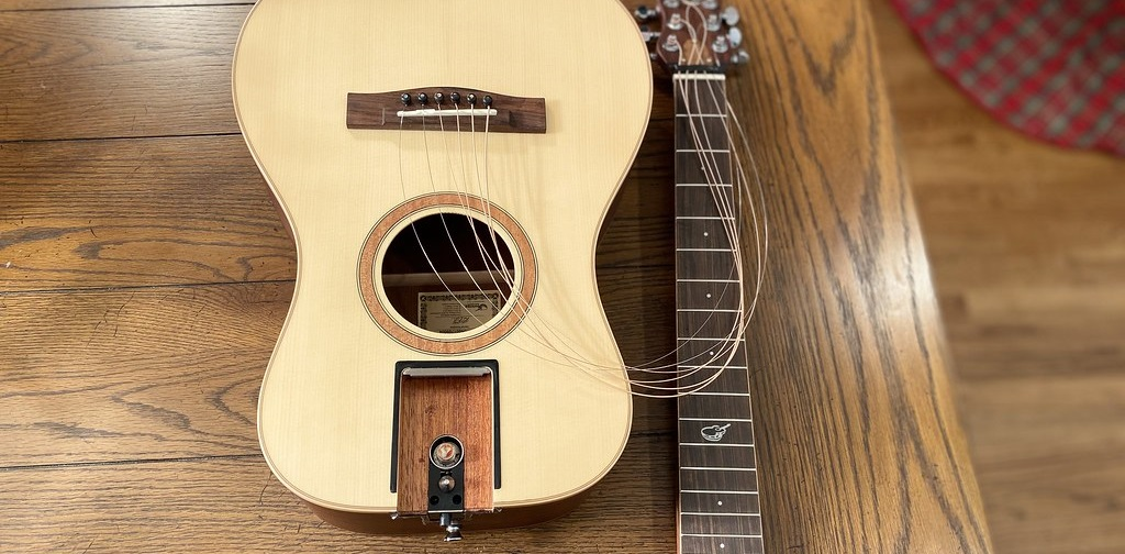 OF410 Acoustic Guitar with Neck Detached