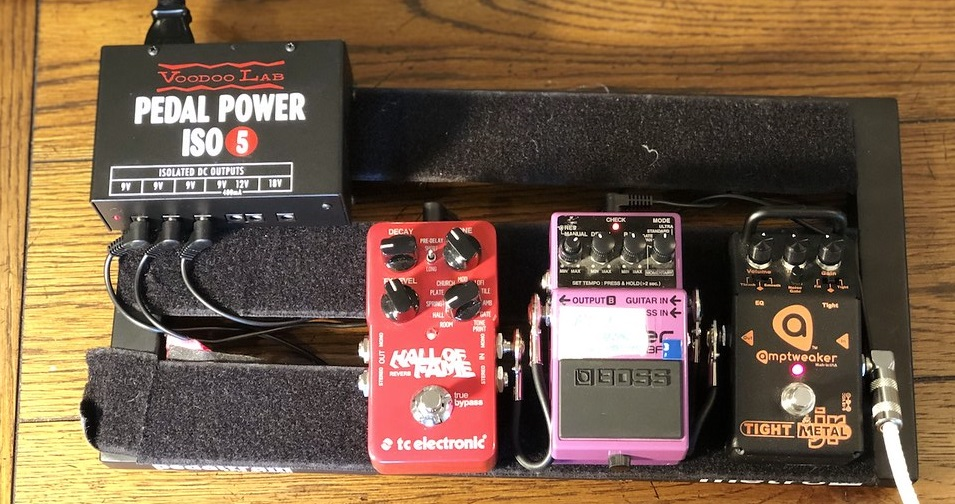 Pedalboard with Patch Cables