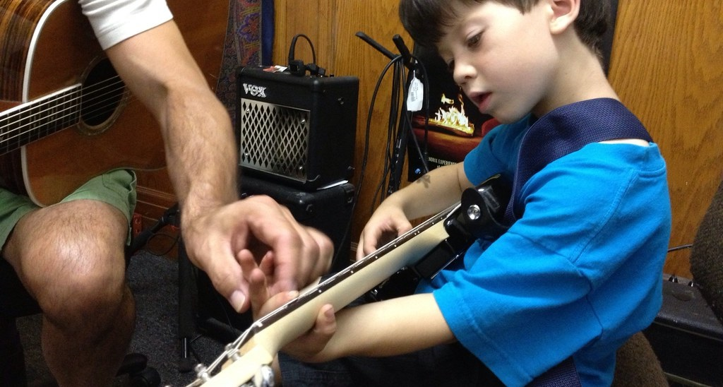 What to Expect at your First Guitar Lesson (banner photo)