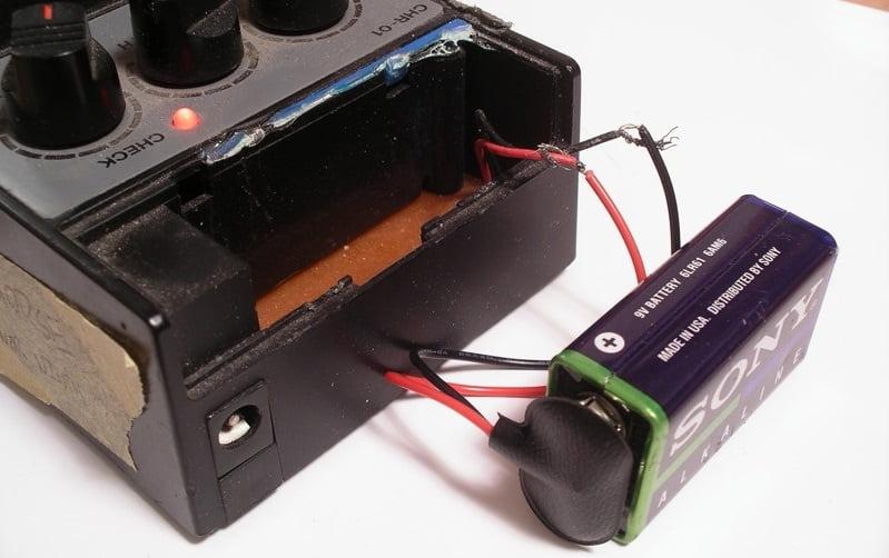 Single 9V battery powering a guitar pedal