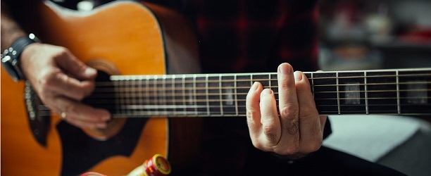 8 Easy Guitar Songs for Beginners - Banner Photo (small)